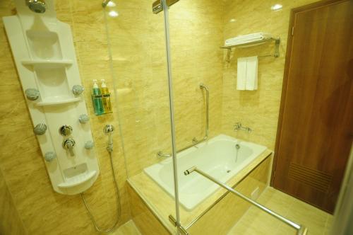 A bathroom at Kindness Hotel Hualien