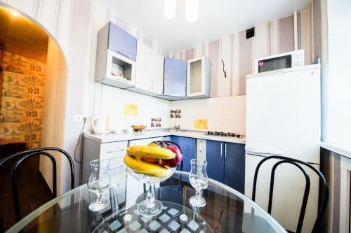 Кухня или мини-кухня в 2 х комнатная квартира на Лермонтова, Набережная
