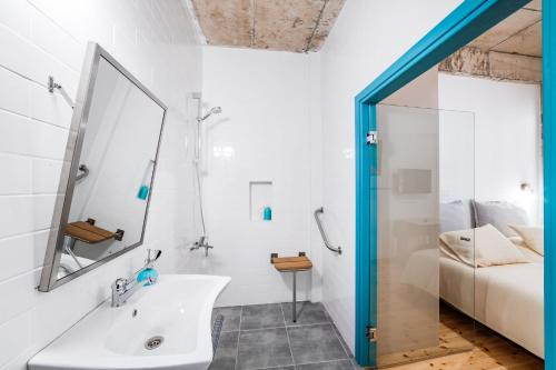 A bathroom at NICOSIA EAGLE EYE