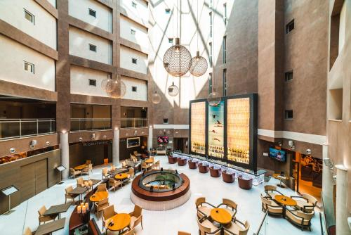 A restaurant or other place to eat at DoubleTree By Hilton Olbia - Sardinia