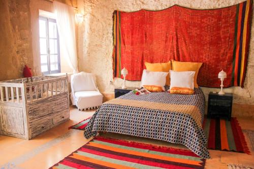 A bed or beds in a room at Riad Lunetoile