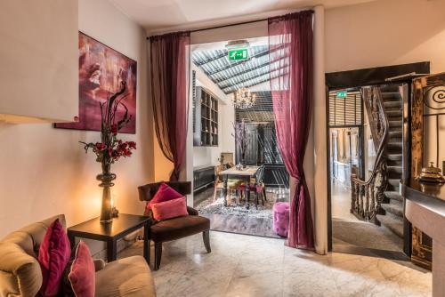Een zitgedeelte bij Hotel Amstelzicht