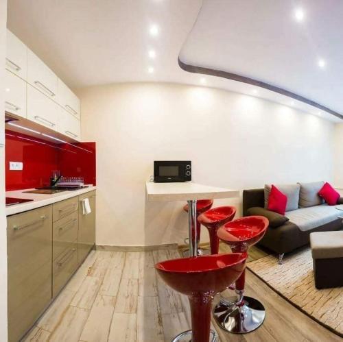 Kuchnia lub aneks kuchenny w obiekcie A&B Apartments