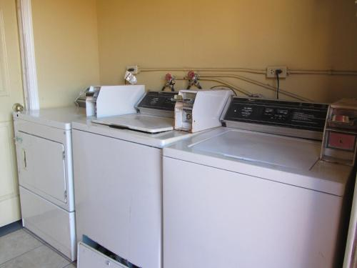A kitchen or kitchenette at El Paso Inn TX - Airport