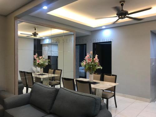 A seating area at Cozy Apartment @ Hospital Sungai Buloh