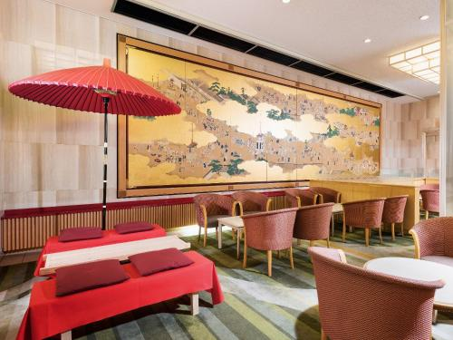 A restaurant or other place to eat at Hotel New Hankyu Kyoto