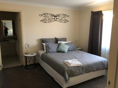 A bed or beds in a room at Gumnut bnb