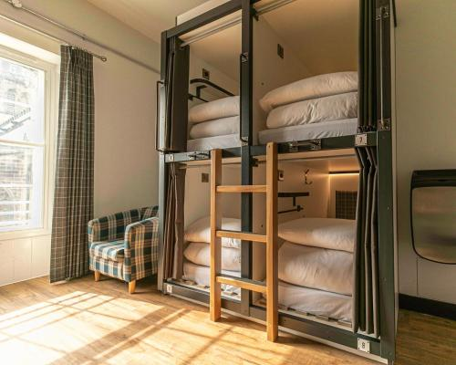 A bunk bed or bunk beds in a room at CoDE Pod – The CoURT - Edinburgh