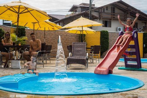 The swimming pool at or near Vila Olaria Hotel