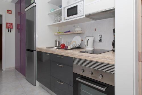 A kitchen or kitchenette at Boas-Vindas