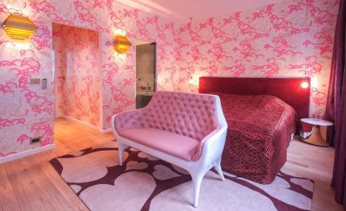 A seating area at Small Luxury Hotel De Witte Lelie