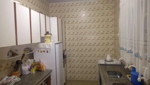 A kitchen or kitchenette at Hostel Casa Cuiabá