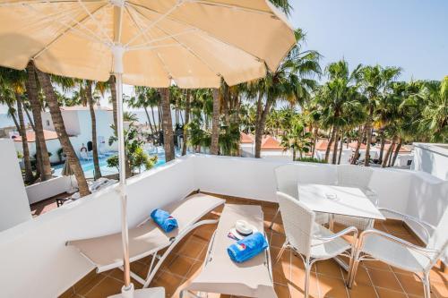 Een restaurant of ander eetgelegenheid bij Bahia Calma Beach