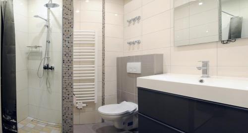 A bathroom at Pension Ausgeschlafen