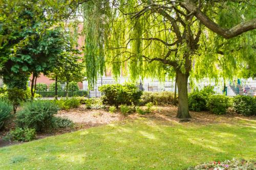 A garden outside Kingston Theatre Hotel