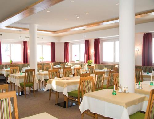 A restaurant or other place to eat at Hotel Hierzegger