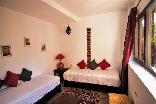 A bed or beds in a room at Maison d'Hôtes Kasbah Azul