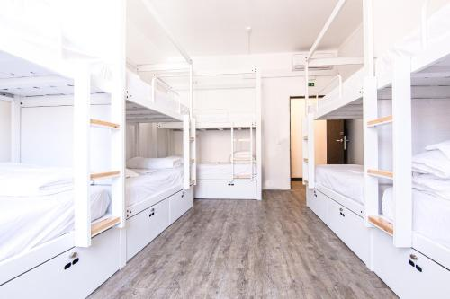 A bunk bed or bunk beds in a room at Hostellicious