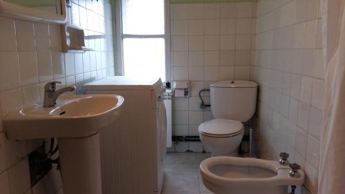 A bathroom at B&B Muralla Romana 4o planta