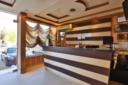 O saguão ou recepção de قصر اليمامة للاجنحة الفندقية-الهلال الاحمر
