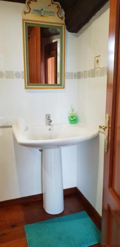 A bathroom at Albergue Bergando