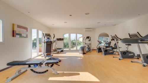 Das Fitnesscenter und/oder die Fitnesseinrichtungen in der Unterkunft Vacancéole – Le Domaine de Camiole