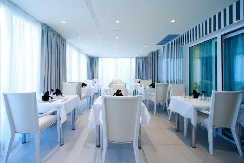 A restaurant or other place to eat at Hotel 9