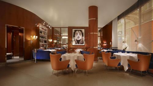 A restaurant or other place to eat at Wynn Las Vegas