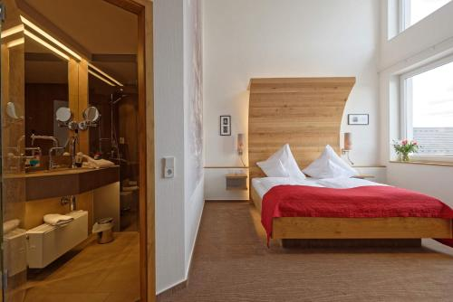 A bed or beds in a room at Hotel zur Malzmühle