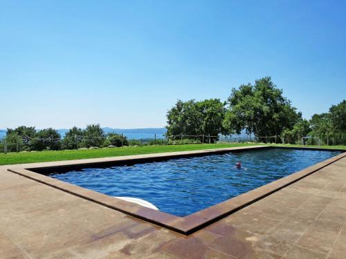 Het zwembad bij of vlak bij Locazione Turistica Il Podere del Lago - BOL251