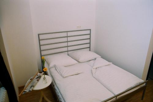 A bed or beds in a room at citystay Hostel Berlin Mitte