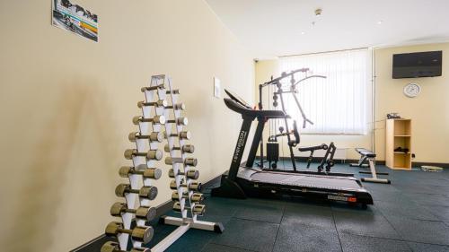 Фитнес-центр и/или тренажеры в Park Inn by Radisson Volgograd Hotel