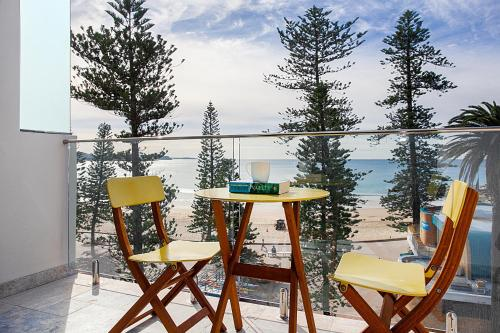 A balcony or terrace at Sun Drenched Ocean View Apartment