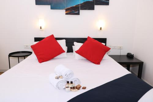 A bed or beds in a room at Inbar Hotel