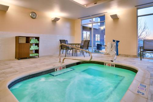 The swimming pool at or close to Fairfield Inn & Suites by Marriott Denver West/Federal Center