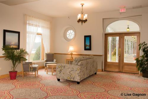 The lobby or reception area at Hotel Tadoussac