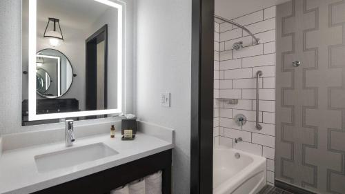 A bathroom at The Notary Hotel Autograph Collection