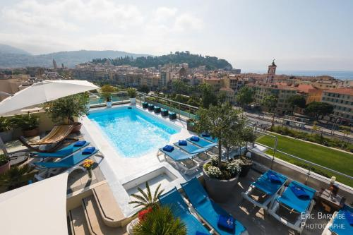 A view of the pool at Hotel Aston La Scala or nearby