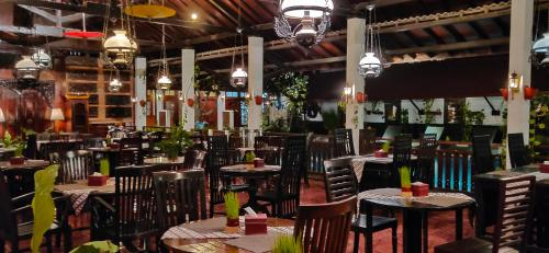 A restaurant or other place to eat at Paku Mas Hotel