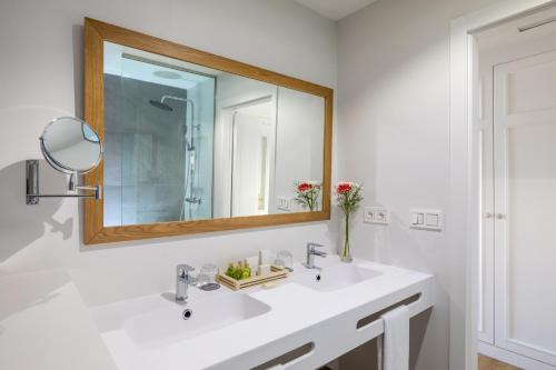 A bathroom at Barceló Corralejo Bay - Adults Only