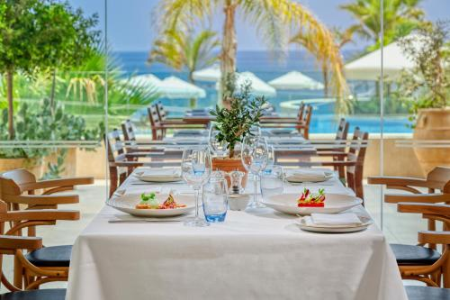 A restaurant or other place to eat at The Royal Apollonia