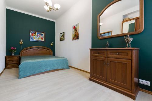Кровать или кровати в номере Ваш Дом в Сердце Петербурга