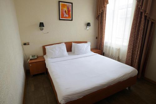 A bed or beds in a room at Edem Hotel