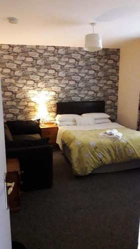 A bed or beds in a room at Coach House Suites