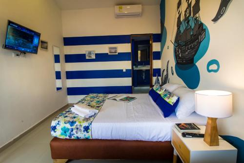 A bed or beds in a room at Casa del Puerto Hostel & Suites