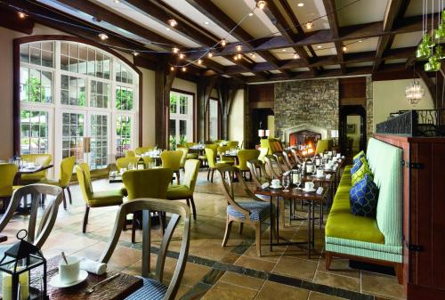 A restaurant or other place to eat at The Ritz-Carlton Reynolds, Lake Oconee