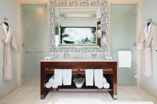 Et badeværelse på Raffles Seychelles