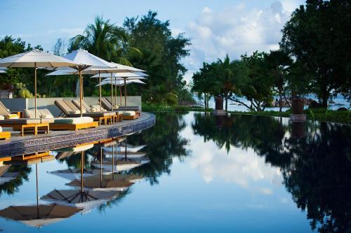 Swimmingpoolen hos eller tæt på Raffles Seychelles