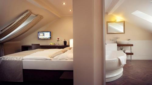 Posteľ alebo postele v izbe v ubytovaní Hotel Ambassador