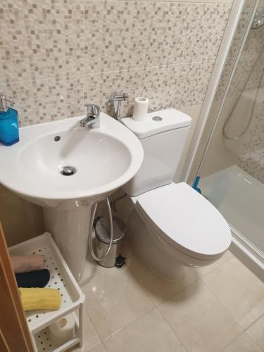 A bathroom at Lisbon Hostel Terminal 4